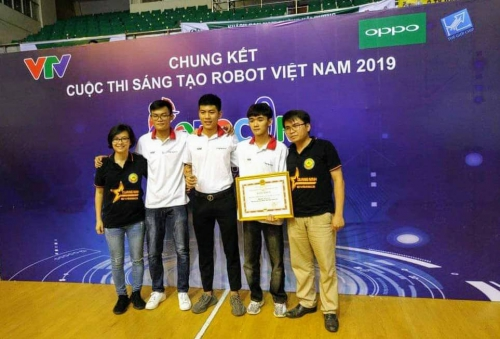 QuangNinh University of Industry received the Style Award at the Vietnam Robot Creative Competition 2019