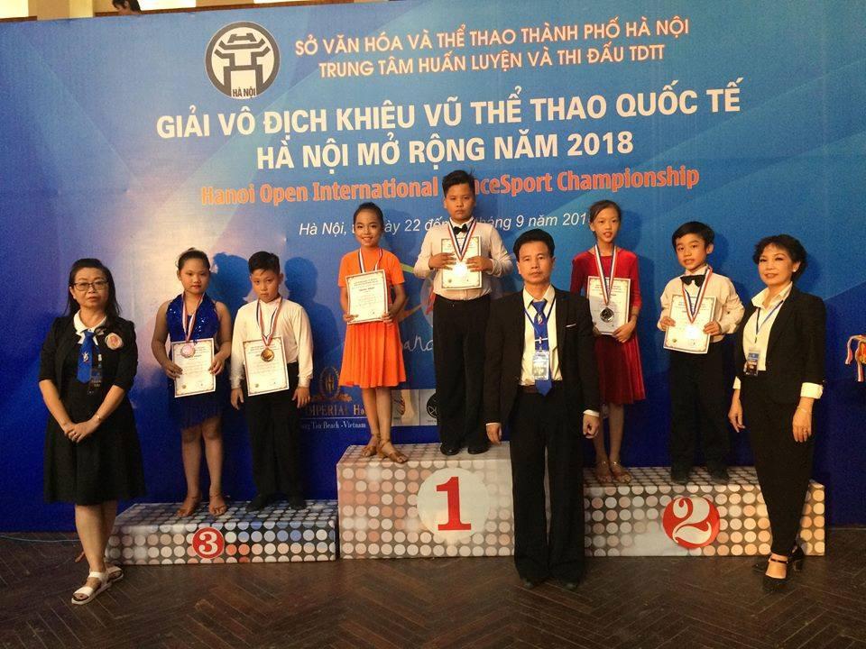 CLB khiêu vũ trường ĐH Công nghiệp Quảng Ninh tham gia thi đấu Giải khiêu vũ thể thao quốc tế Hà Nội mở rộng năm 2018