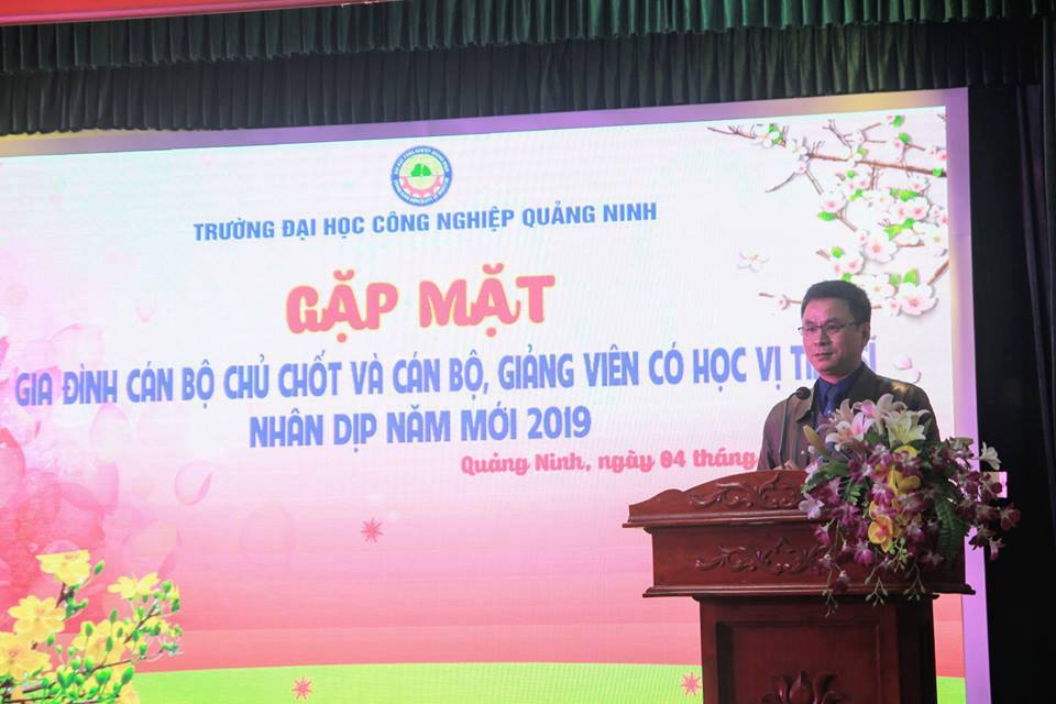 TS. Hoàng Hùng Thắng - Bí thư Đảng ủy, Hiệu trưởng nhà trường phát biểu tại buổi gặp mặt