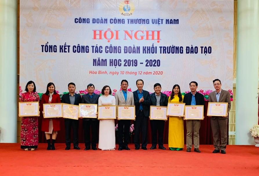 Công đoàn trường Đại học Công nghiệp Quảng Ninh đạt thành tích xuất sắc trong phong trào thi đua lao động giỏi và xây dựng tổ chức Công đoàn vững mạnh năm học 2019-2020