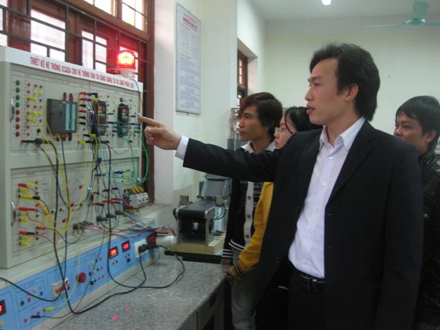 Anh Đặng Ngọc Huy- Thạc sỹ, Phó Trưởng khoa Điện- Trường ĐH Công nghiệp QN một trong 10 gương mặt trẻ tiêu biểu tỉnh QN năm 2010