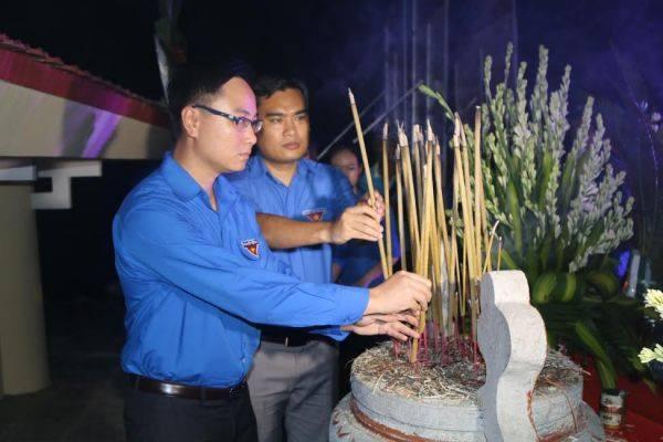 ĐVTN trường Đại học Công nghiệp Quảng Ninh dâng hương, tri ân các Anh hùng liệt sỹ