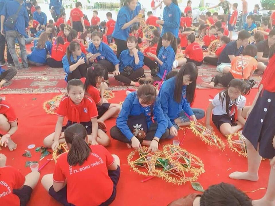 Sinh viên trường ĐH Công nghiệp Quảng Ninh tham gia Ngày hội Làm đèn ông sao - Kết nối yêu thương