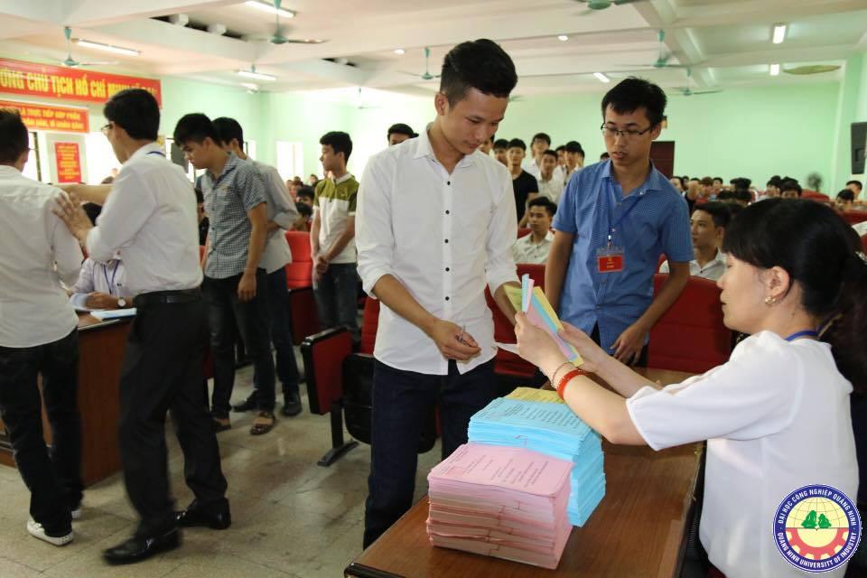 Tuổi trẻ trường ĐH Công nghiệp Quảng Ninh hào hứng với ngày hội non sông