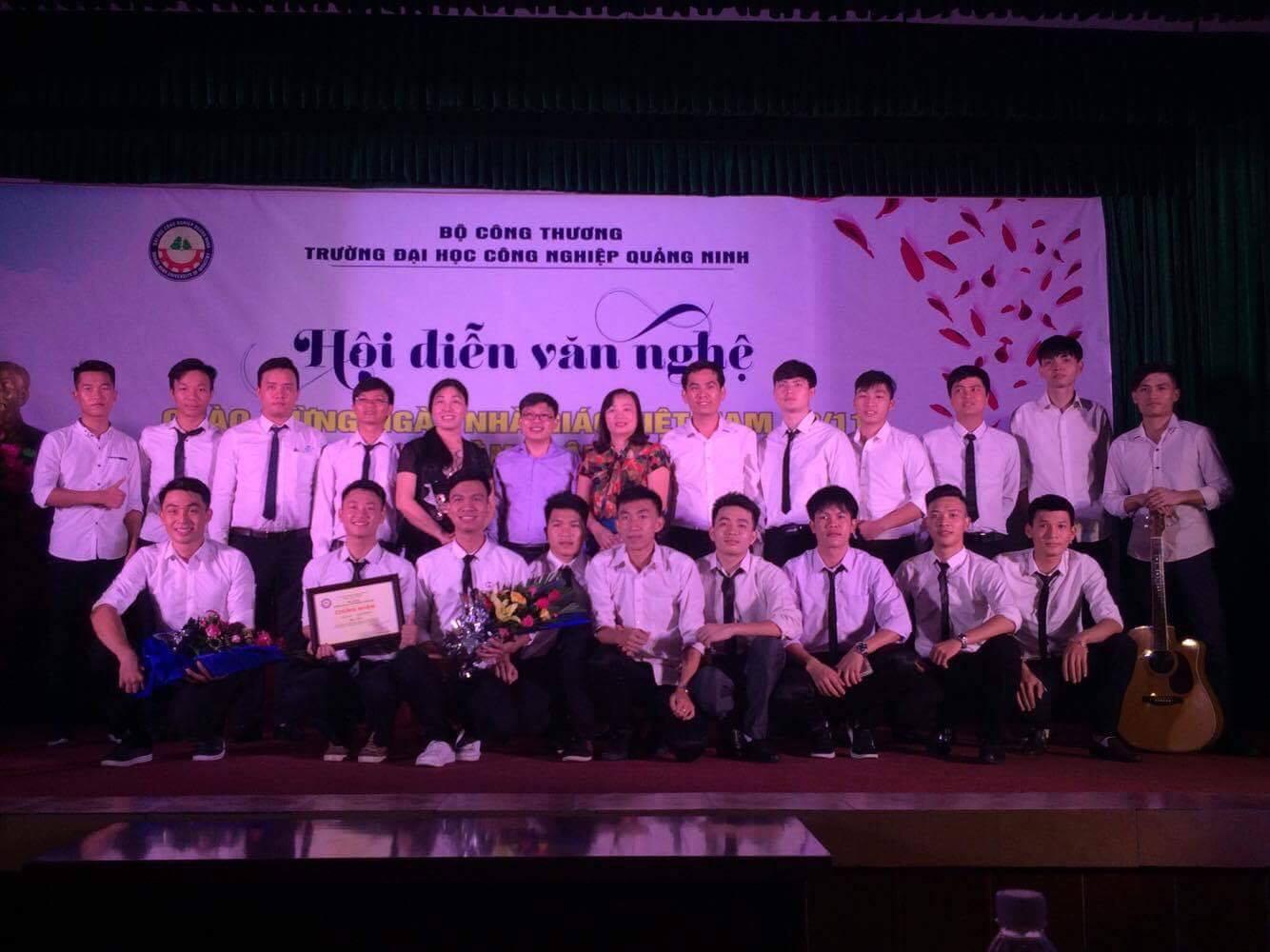 Tưng bừng hội diễn văn nghệ chào mừng 20-11 và 59 năm thành lập trường