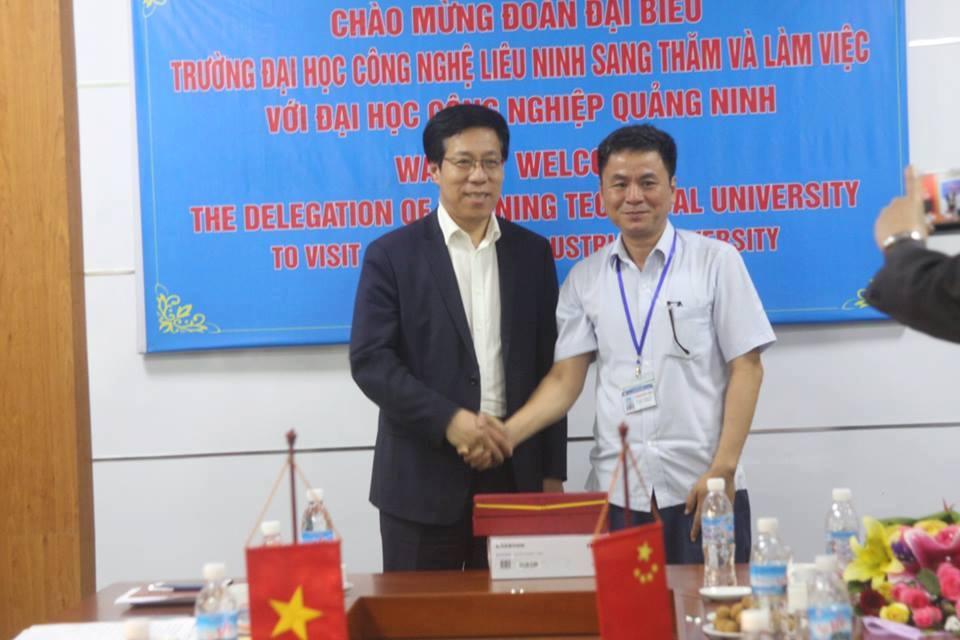 Trường Đại học Kỹ thuật Công trình Liêu Ninh thăm và làm việc tại trường Đại học Công nghiệp Quảng Ninh