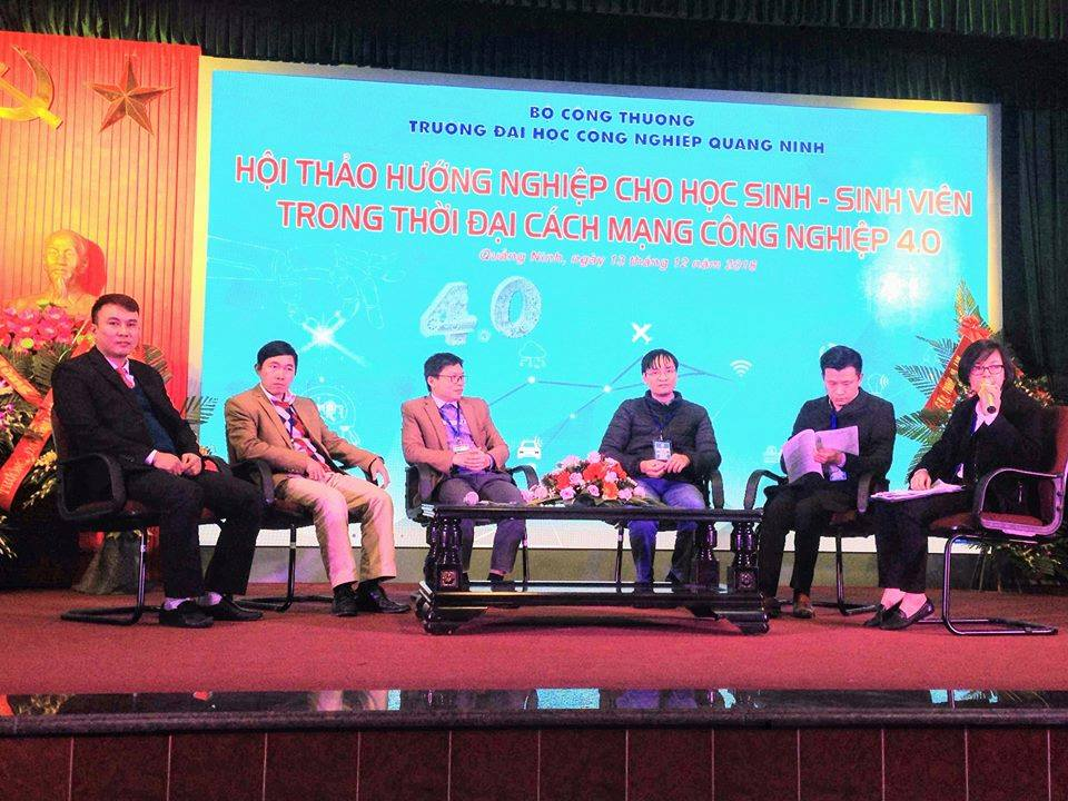 "QuangNinh University of Industry organized a seminar on ""Career guidance for students in the era of Industrial Revolution 4.0"""