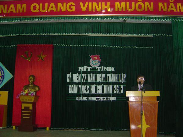 Ts.Nguyễn Đức Tính - Hiệu trưởng nhà trường chúc mừng Đoàn TN nhà trường
