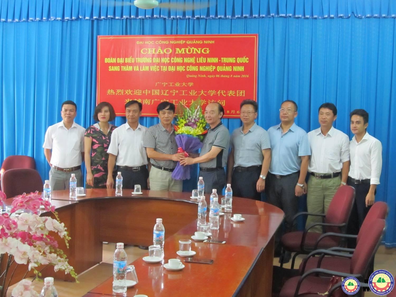 Trường Đại học Công nghệ Liêu Ninh (Trung Quốc) sang thăm và làm việc tại trường Đại học Công nghiệp Quảng Ninh