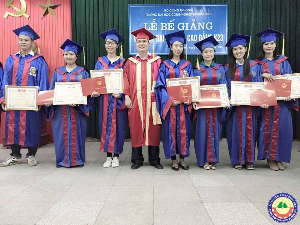 Lễ bế giảng và Trao bằng tốt nghiệp  của sinh viên Đại học khoá 5 và Cao đẳng khóa 23 hệ chính quy
