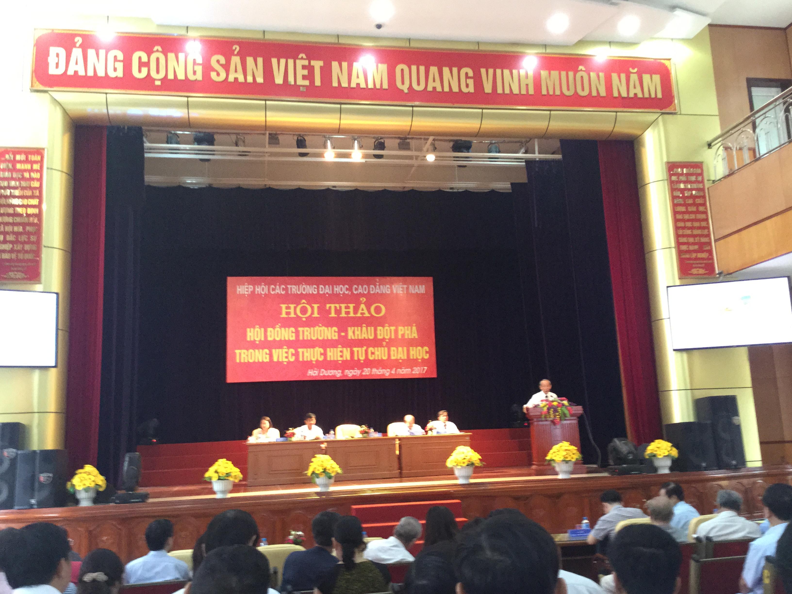 """Trường ĐHCN QN tham dự Hội thảo """"Hội đồng trường – Khâu đột phá trong việc thực hiện tự chủ đại học"""""""