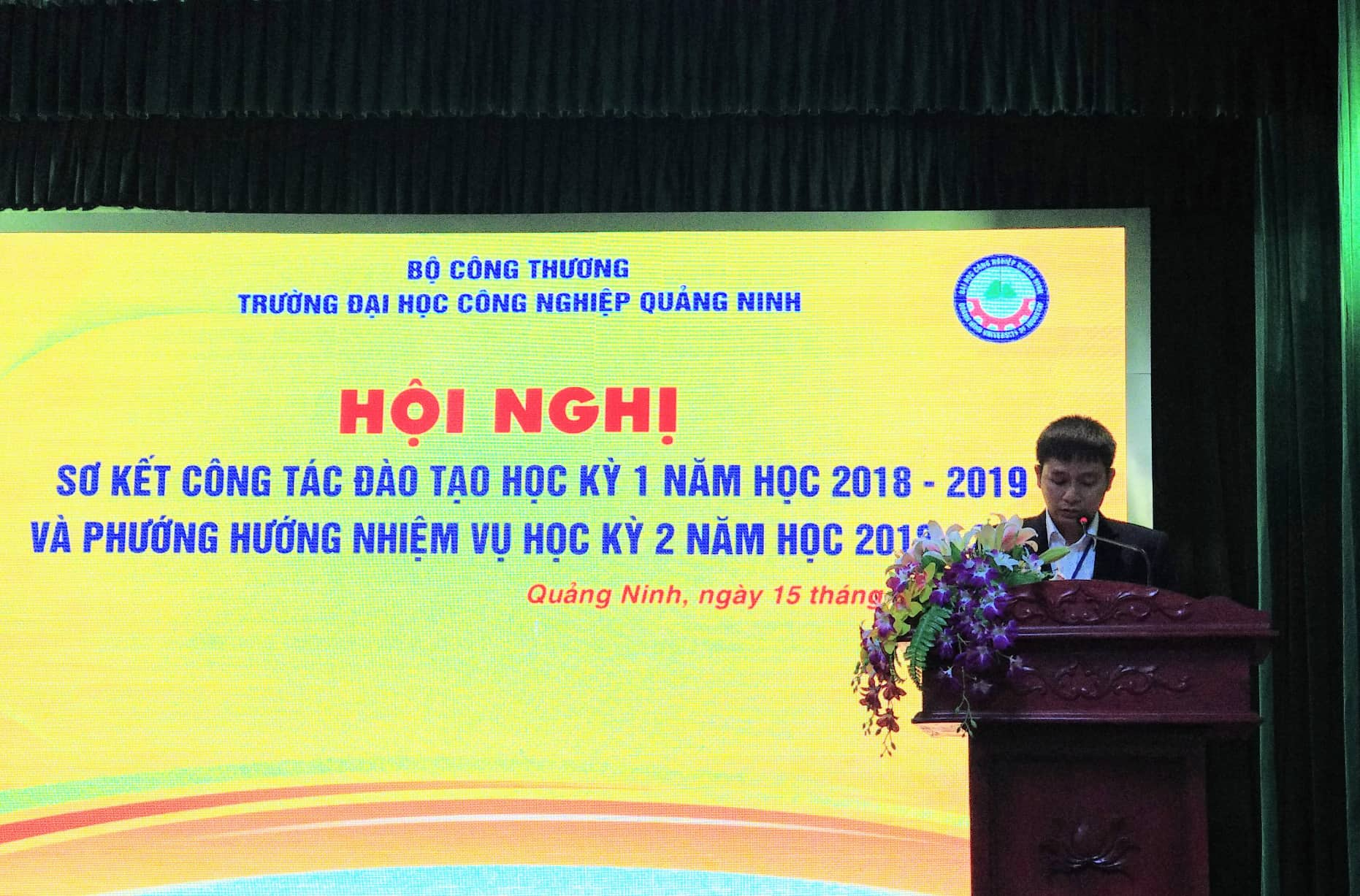 Trường Đại học Công nghiệp Quảng Ninh  tổ chức Hội nghị sơ kết công tác đào tạo học kỳ I, năm học 2016-2017