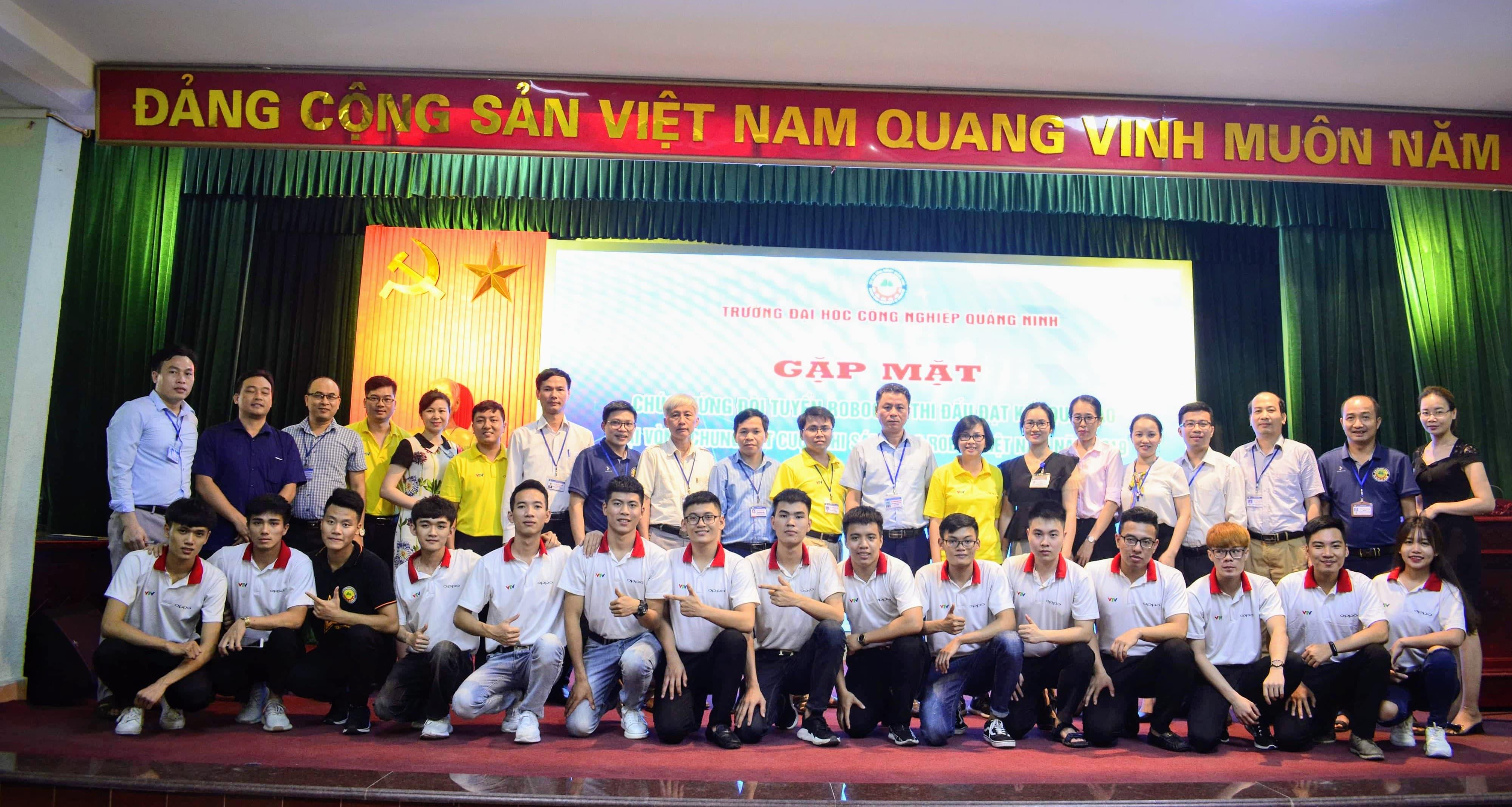 Gặp mặt, tuyên dương đội tuyển Robocon trường ĐH Công nghiệp Quảng Ninh