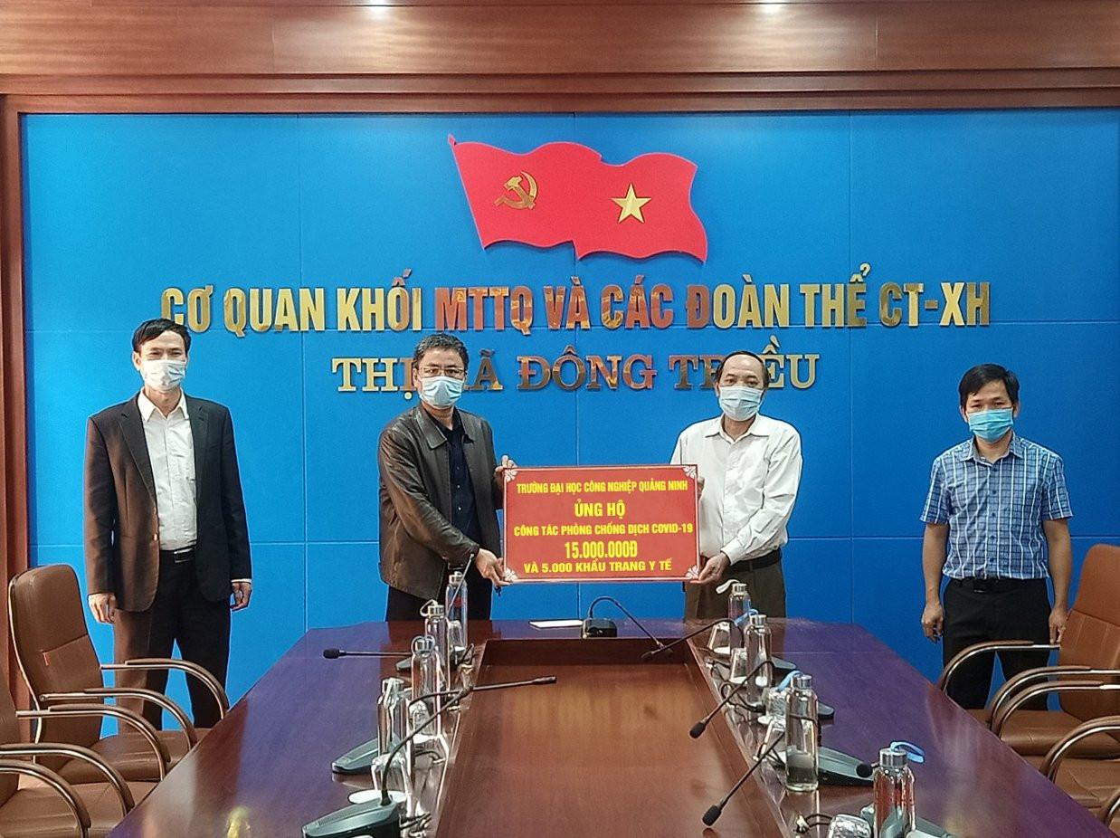 Trường Đại học Công nghiệp Quảng Ninh ủng hộ Thị xã Đông Triều phòng chống dịch Covid - 19