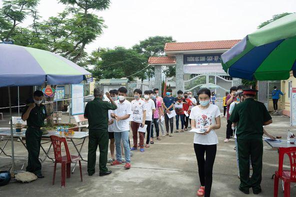 Trường ĐH Công nghiệp Quảng Ninh tổ chức cho sinh viên tiêm vaccine phòng Covid - 19