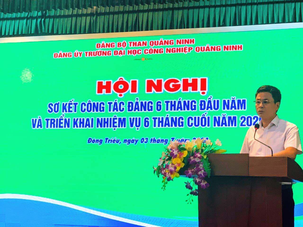 Đ/c Hoàng Hùng Thắng - Bí thư Đảng uỷ, Hiệu trưởng phát biểu chỉ đạo hội nghị